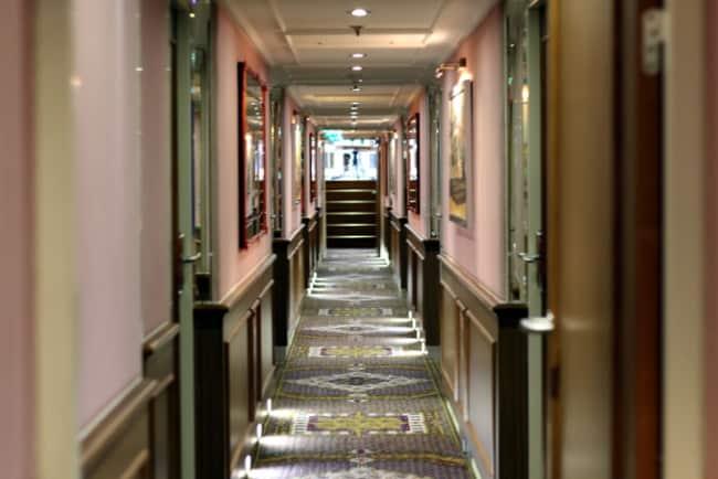 uniworld-river-royale-hallway