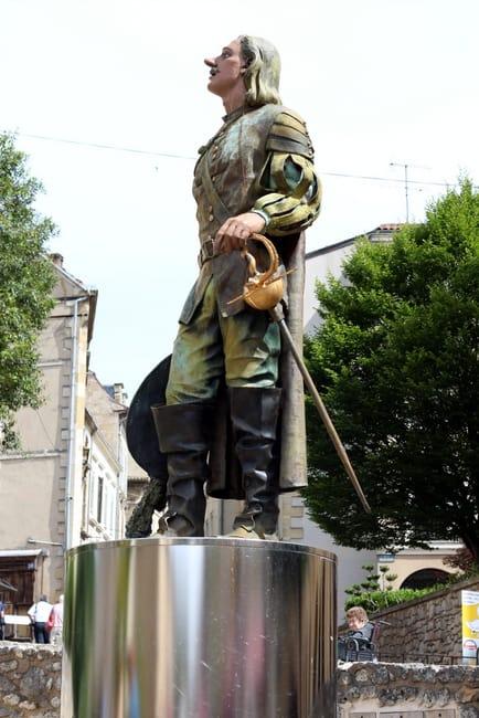 cyrano-de-bergerac-statue