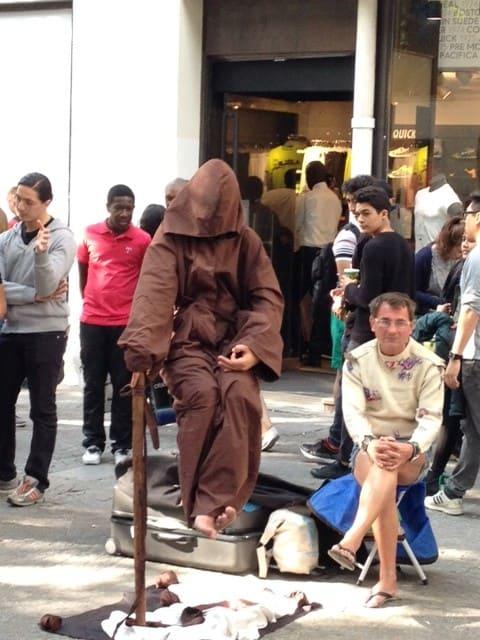 paris-street-illusion-levitating-man