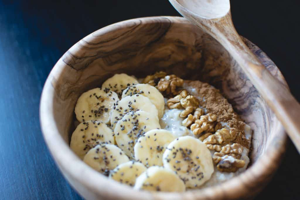 banana-oatmeal-chia-seeds-breakfast