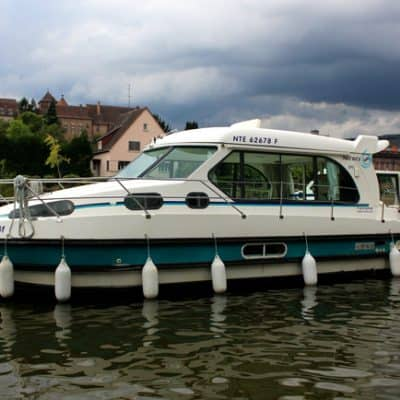 Can a beginner handle a DIY canal cruise boat? My honest thoughts