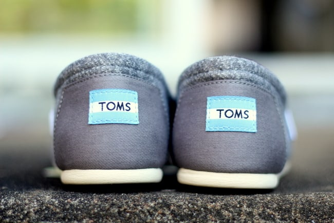 toms shoes classics logo on heel
