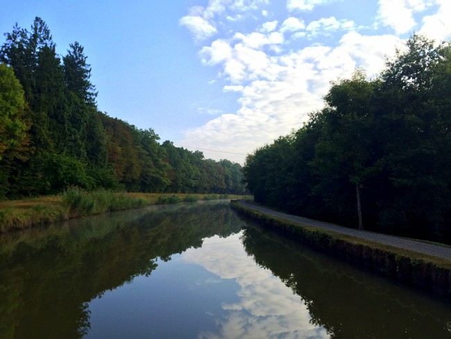 beautiful-sunny-day-on-france-canal