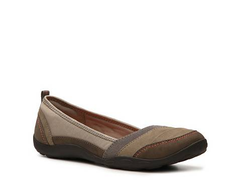 clarks travel shoe