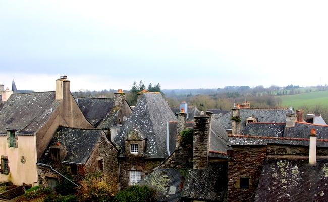 rochefort en terre rooftops
