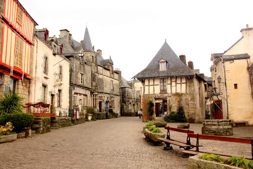 rochefort-en-terre village center