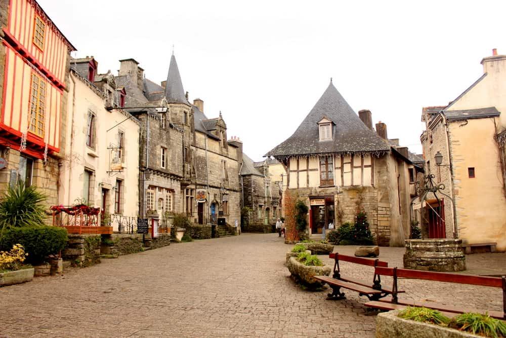 rochefort-en-terre village center
