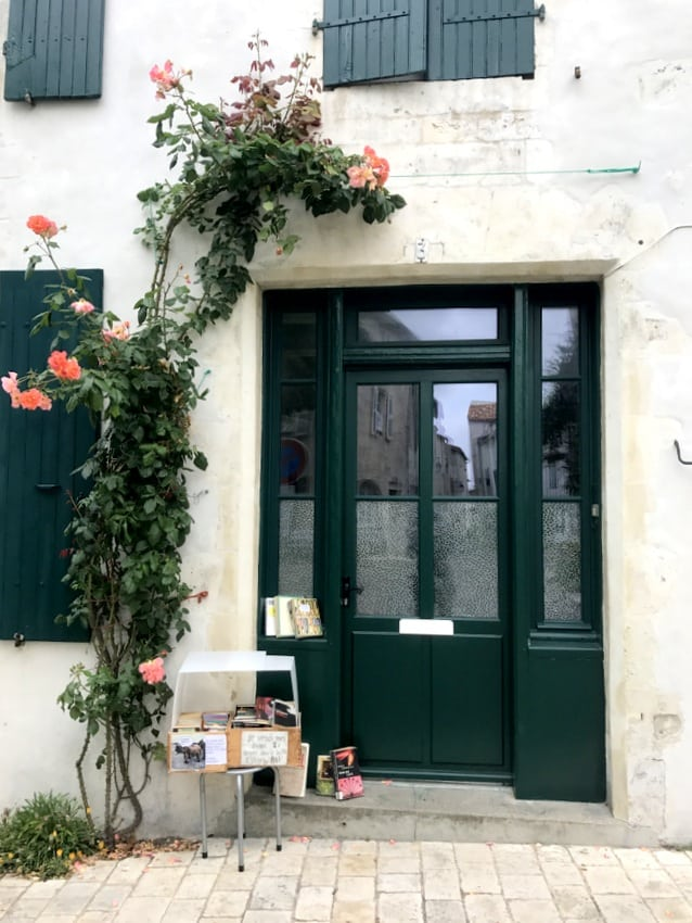 ile de re facade flowers