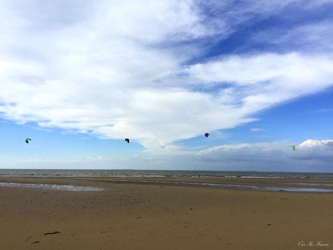 ile de re kite surfers
