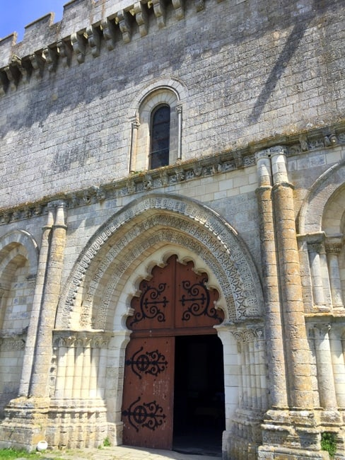esnandes fortified church france