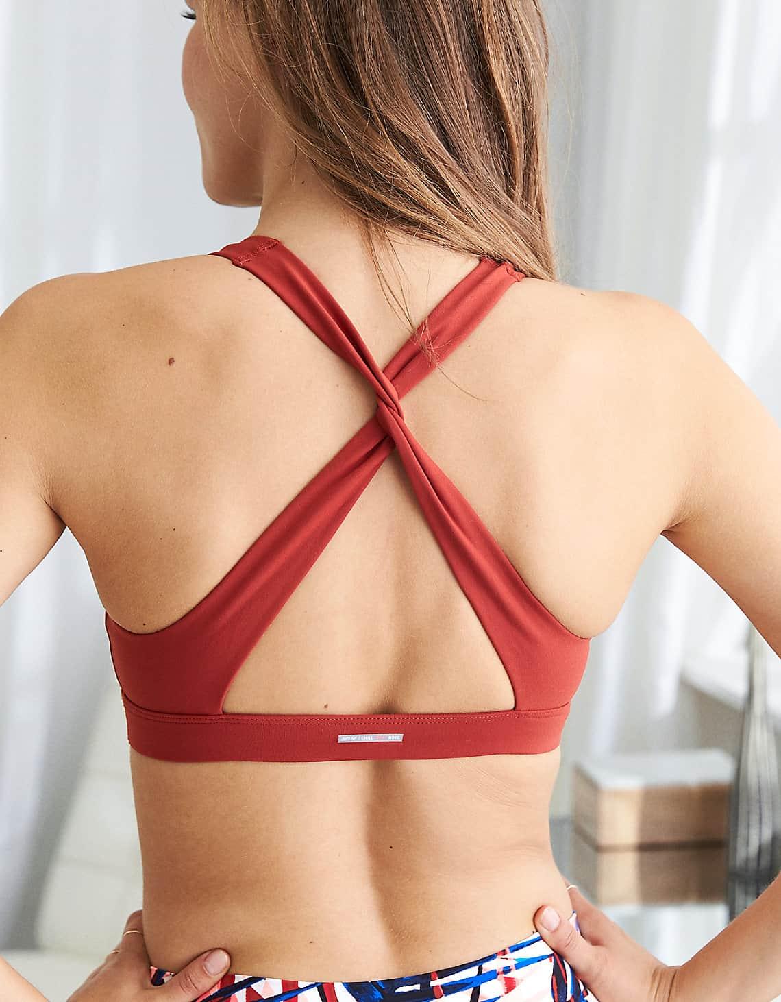 twist back sports bra
