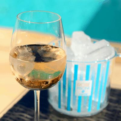 rose piscine wine with ice