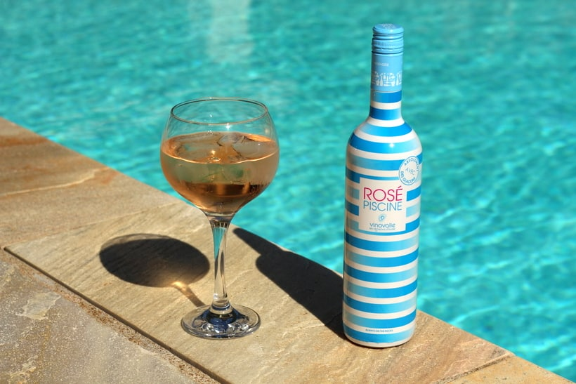 ice in wine rose piscine cocktail