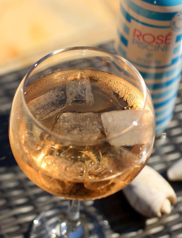 rose wine with ice piscine
