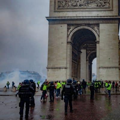 paris gilets jaunes riots arc de triomphe